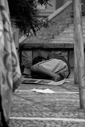 homeless-man-2330393_1920