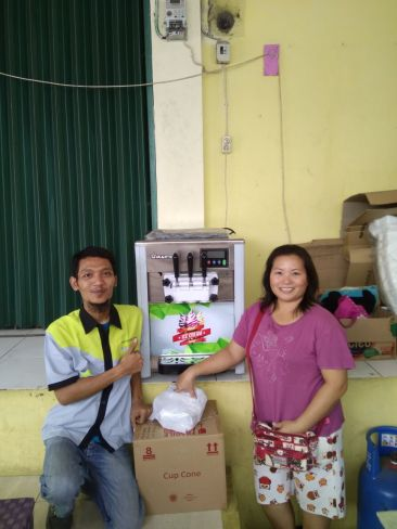 Ibu Venny, Depok, Soft ice Cream Machine