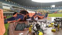 Tenda Vaksinasi Massal di Stadion GBLA Ambruk Hujan Hujan Angin