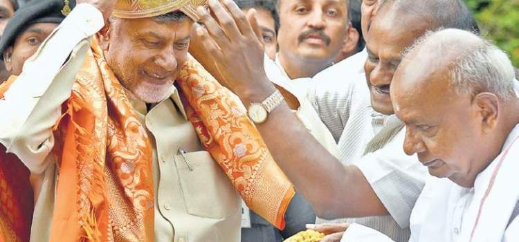 `Coordinator' Naidu calls on `guide' Gowda to take on BJP