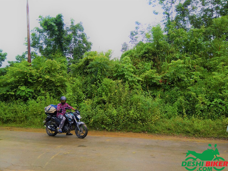 Yamaha FZs V2 Fi at Way to Sajek