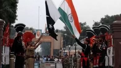 Photo of ঈদে পাকিস্তানের সেনার মিষ্টি খাওয়াল না ভারতীয় জওয়ানরা! বাংলাদেশের সাথে হল খুশির আদান-প্রদান