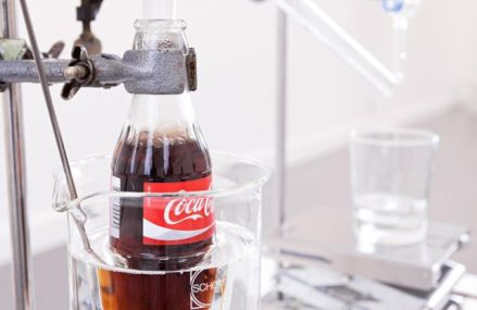 """Minunea"" lumii moderne: Coca-Cola transformata in apa pura"