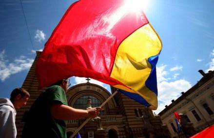 """Cluj: Un academician cere înlocuirea imnului naţional cu """"Un suflet de român"""", scris de el"""