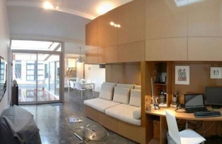 """Nu a avut bani pentru un apartament nou, însă şi-a transformat garajul într-un spaţiu locuibil. Cum arată noua """"locuinţă""""? Galerie FOTO"""