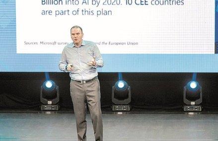 """Care sunt temele Microsoft Envision Forum, care are loc mâine în Bucureşti: transformarea digitală – de la """"rucsacul conectat la cloud"""" până la provocările informatizării din România şi impactul inteligenţei artificiale în business"""