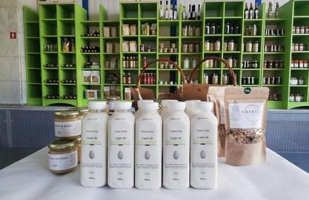 Afaceri de la zero. Delia şi George Buliga din Cluj produc zilnic 300 de litri de lapte de migdale sub marca Verde Fresh după investiţii de peste 40.000 de euro