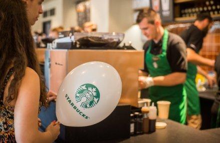 Lanţul Starbucks atacă piaţa din nordul Moldovei şi deschide prima unitate din zonă în centrul comercial Iulius Mall din Suceava