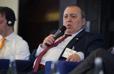 """Peste 30.000 de angajaţi din industria auto românească sunt """"legaţi"""" de motoarele diesel şi benzină, în timp ce piaţa cere tot mai multe maşini electrice"""