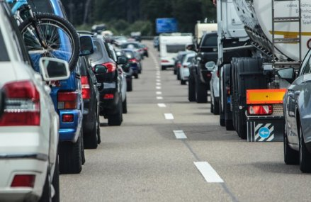 MAE: coloana de autovehicule la punctul de frontieră Kulata are 3 km, se aşteaptă 3 ore