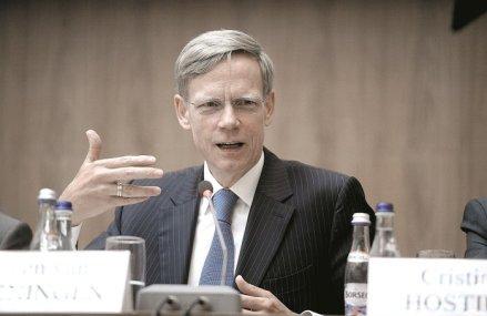 Raiffeisen: Şi anul 2020 va avea din nou un deficit bugetar foarte mare. Steven van Groningen, CEO: În perioada anilor `80-`90 nu am consumat pentru a plăti datoriile, iar acum facem datorii pentru a consuma