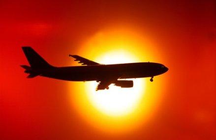 Industria aviatică ar putea înregistra pierderi de 30 de miliarde de dolari anul acesta. Traficul internaţional scade pentru prima dată de la criza financiară din 2009, în urma panicii generate de coronavirus