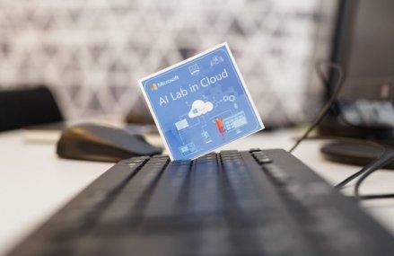 Un nou pas spre digitalizarea învăţământului românesc. Gigantul tech Microsoft a lansat primul laborator dotat cu inteligenţă artificială în cadrul ASE Bucureşti