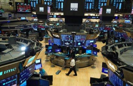 Ce spun investitorii despre redeschiderea timpurie a economiei: Spaţiul economic va rămâne îngrijorat în legătură cu traiectoria incertă a coronavirusului. Afacerile trebuie să adopte o serie de norme care să asigure protecţia angajaţilor şi clienţilor
