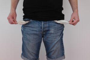 Sunt taierile de salarii din sectorul public o solutie ?