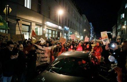 Haosul s-a dezlănţuit în Serbia după ce preşedintele a decis să impună din nou starea de urgenţă: Clădirea Parlamentului din Belgrad a fost luat cu asalt de către protestatari