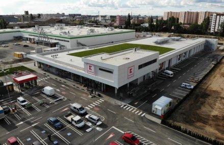 Kaufland, liderul pieţei locale de comerţ alimentar, continuă investiţiile în extinderea reţelei şi deschide un magazin în zona Theodor Pallady din Capitală. Retailerul operează 132 de unităţi pe plan local