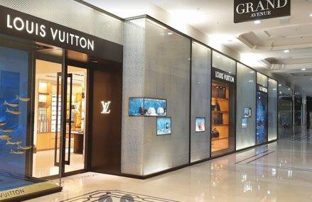 Singurul magazin Louis Vuitton din Bucureşti a ajuns la afaceri de 41 mil. lei şi o marjă de profit de peste 25%. Fiecare dintre cei 11 salariaţi ai companiei au vândut genţi şi curele de 3,7 mil. lei