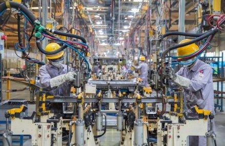Fabricile din China ating cea mai mare rată de activitate din ultimul deceniu pe măsură ce a doua economie a planetei continuă drumul către recuperare