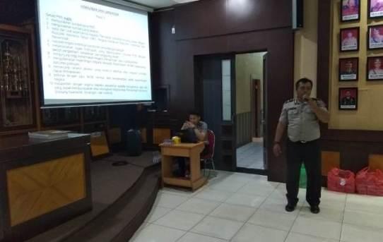 Polresta Banjarmasin : Subbag Hukum Sosialisasikan Peraturan Pemerintah Nomor 53 Tahun 2010 Tentang Disiplin Pegawai Negeri Sipil (ASN)