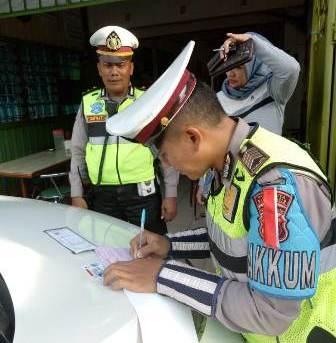 Sat Lantas Polresta Banjarmasin dan Dishub Kota Banjarmasin Razia Parkir Liar