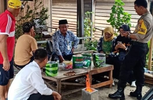Bantu Warga Kurang mampu, Bhabinkamtibmas Ini Ciptakan Kompor dari Kaleng Bekas