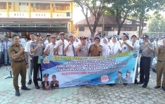 Datangi SMKN 3 Banjarmasin , Polresta Banjarmasin Sosialisasi Penerimaan Anggota Polri
