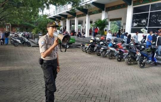 Weekend Kota Banjarmasin Personel Satuan Binmas Dan Satuan Polair Sambangi Tempat Keramaian
