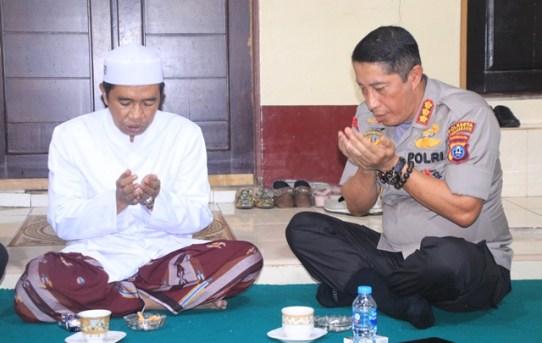 Kapolresta Banjarmasin Minta Doa Kepada Guru Zuhdi