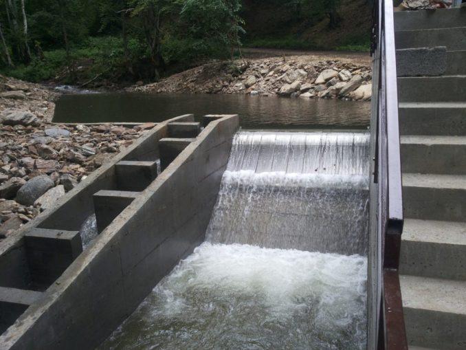 Gobeljska reka flowing over the weir of the Samokovo hydropower plant - Bankwatch