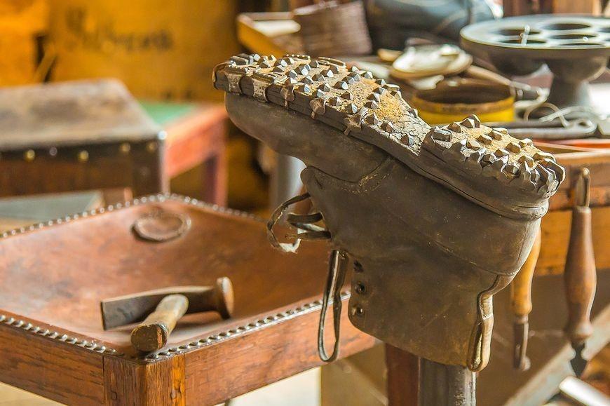 Jakie akcesoria musi mieć firma produkująca obuwie