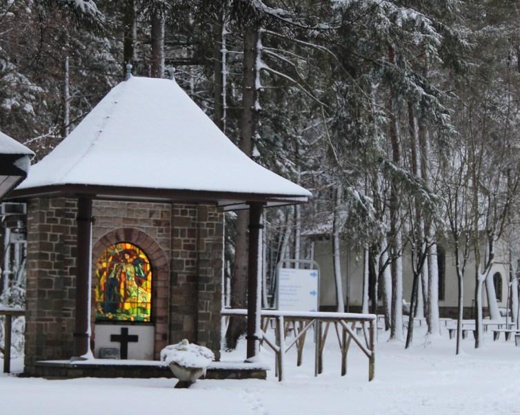 Banneux - Monument de l'Annonciation sous la neige