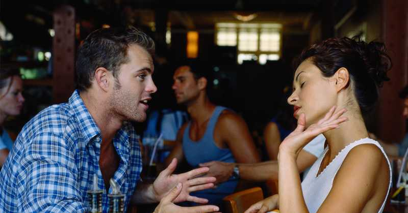 15 worst signs that can annoy your partner during a date