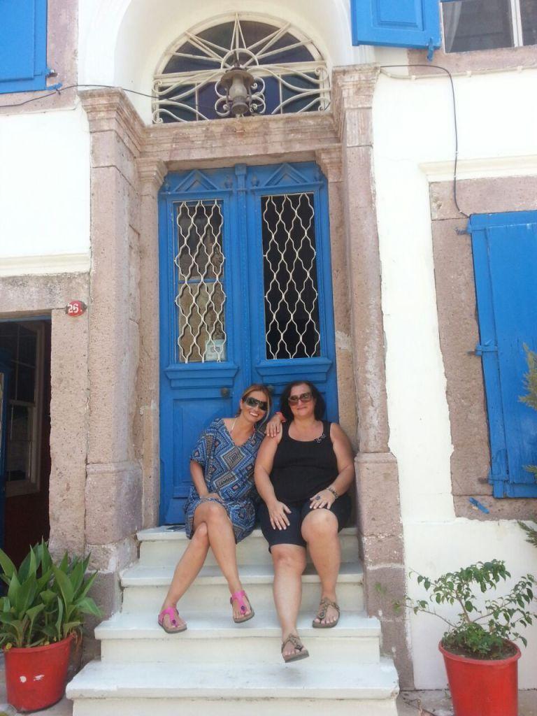 Cunda Adalı pansiyon Mavi kapı
