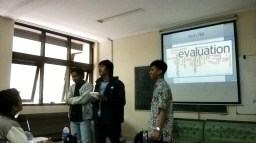 Rahman, Deni dan Luay sedang mempresentasikan ide PKM mereka.