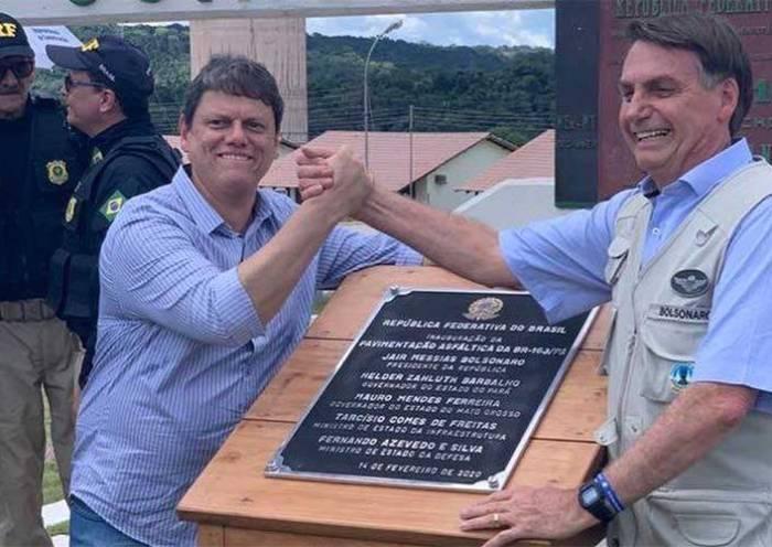 Bolsonaro inaugura pavimentação de rodovia em Mato Grosso