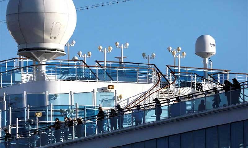 Coronavírus: mais passageiros deixam navio de cruzeiro no Japão
