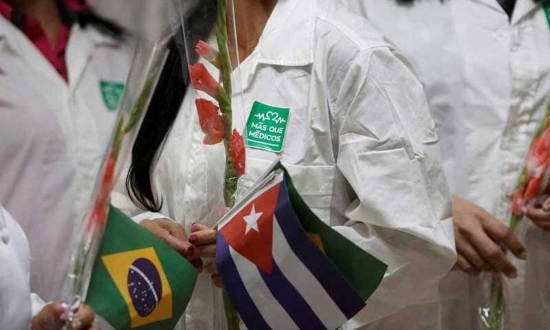 Governo concede registro para cubanos reintegrarem o Mais Médicos