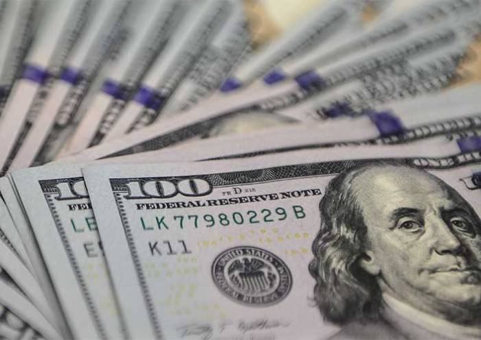 Dólar começa o dia em baixa, mas sobe e fecha a R$ 5,35