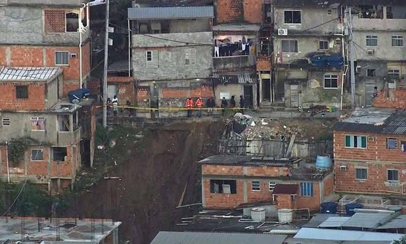 Deslizamento na Mangueira: 22 casas são interditadas
