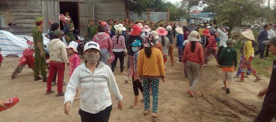 Khánh Hòa: Người dân sẵn sàng đứng để công an rút súng bắn hòng được chết