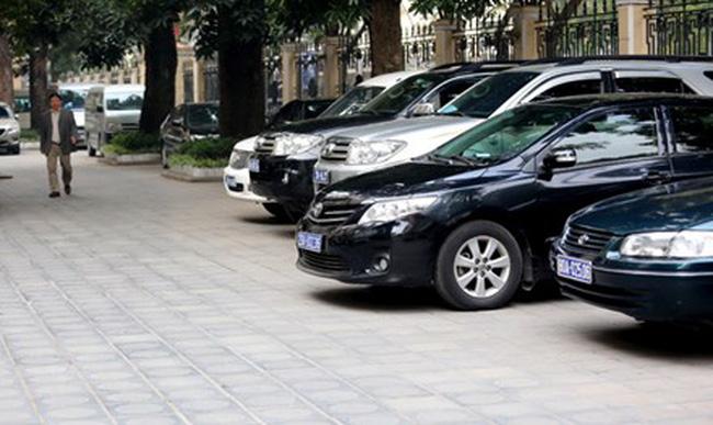 Bộ Tài chính trả lời kiến nghị về quản lý, sử dụng xe công | Hỏi Đáp