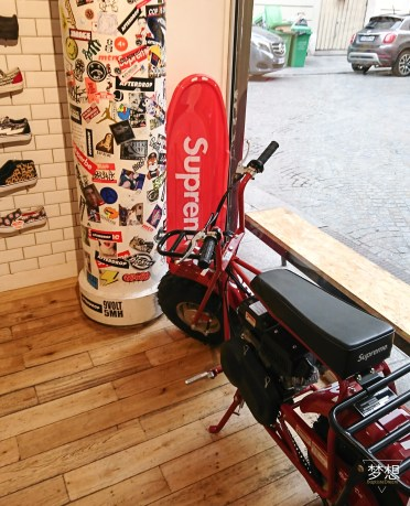 Supreme objects