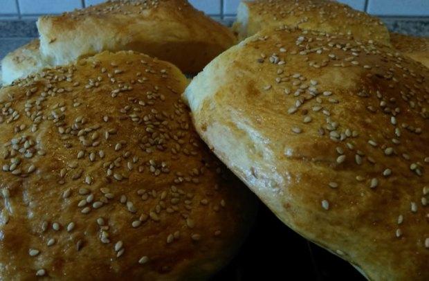 Goldgelbe Hamburger-Buns