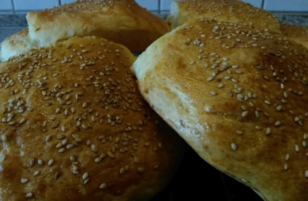 Goldgelbe Hamburger-Buns