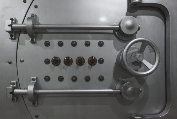 Vault door Secure gold at bar9