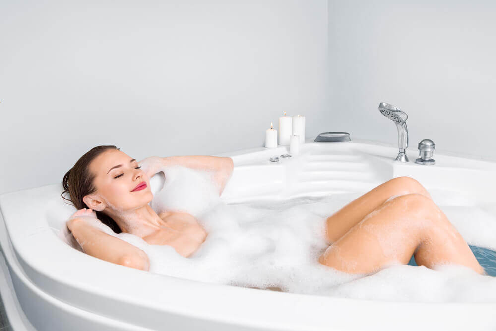 حمام رغوي للعناية الشخصية والجمال.