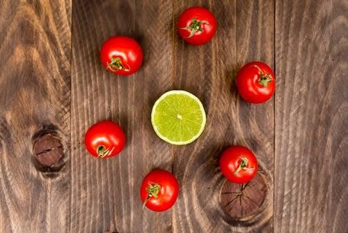 الطماطم والليمون لعمل كريم كونسيلر