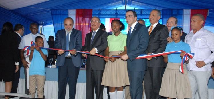 Danilo inaugura tres centros educativos