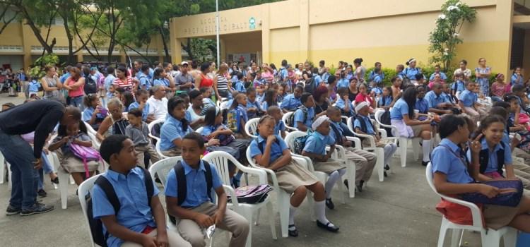 Comienza año escolar en Santiago